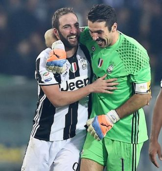 Juventus's Gonzalo Higuain and Gigi Buffon celebrate the victory at the end of the Italian Serie A soccer match Torino vs Juventus at Olimpic Stadium in Turin, Italy, 11 December 2016. ANSA/ALESSANDRO DI MARCO