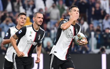 Juventus'Cristiano Ronaldo(R)  jubilates after scoring the 2-1 goal during the italian Serie A soccer match Juventus FC vs Hellas Verona FC at Allianz Stadium in Turin, Italy, 21 september 2019  ANSA/ ALESSANDRO DI MARCO