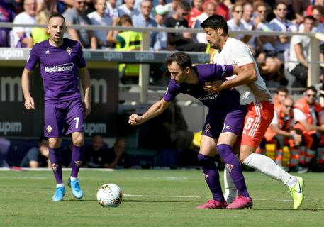 Fiorentina's midfielder Milan Badelj (C) against Juventus's midfielder Sami Khedira (R) during the Italian Serie A soccer match between ACF Fiorentina and Juventus FC at the Artemio Franchi stadium in Florence, Italy, 14 September 2019. ANSA/CLAUDIO GIOVANNINI