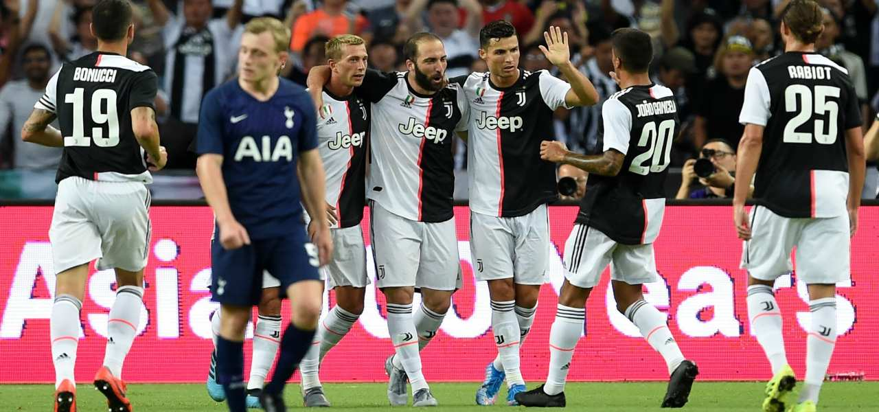 Juventus' Gonzalo Higuain (C) is congratulated by teammates after scoring during the International Champions Cup football match between Juventus and Tottenham Hotspur in Singapore on July 21, 2019. (Photo by Roslan RAHMAN / AFP)